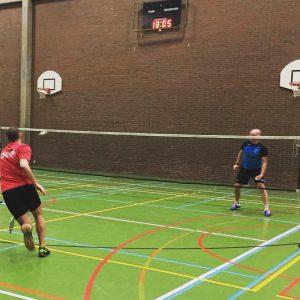Leeuwse Badmintonclub verliest zwaar in Halle Badmintonteam Halle De Bres