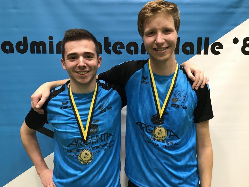 Badmintonteam Halle '86 Provinciaal Kampioen goud 1ste plaats badminton Halle Sportcomplex De Bres