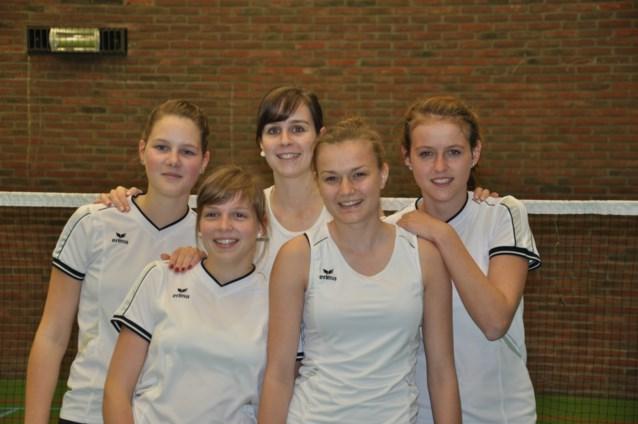 damesbadminton dames maijes badmintonteam halle '86 badminton De Bres ladies BTH '86 Sportcomplex De Bres