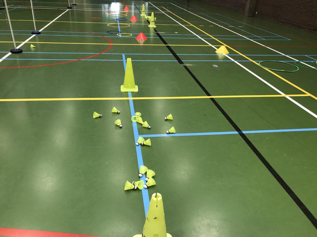 BTH '86 badminton halle jeugd jeugdwerking meisjes dames sport badminton Halle Sportcomplex De Bres training coaching